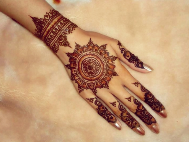 10 Gorgeous Mehendi Designs for Inpiration