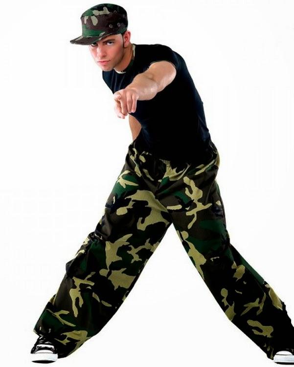 f6dfe67f1c50 Мужская уличная мода на протяжении последних десятилетий активно менялась и  развивалась, становясь только лучше. Модный молодежный стиль Хип Хоп одежда  ...