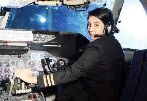 Ayesha Aziz India's youngest female pilot