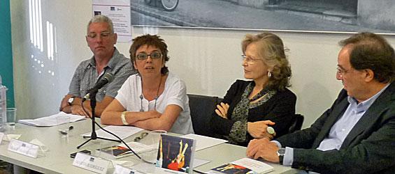 Mercè Vilarrubias en un acto de presentación de su libro sobre el bilingüismo