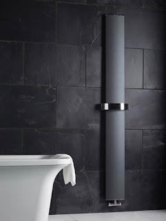 Svelte vertical radiator in black