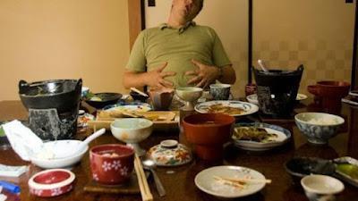 Tidak Hanya Membuat Lemak, Makan Di Malam Hari Bisa Memicu Bahaya Lain
