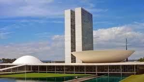 Imagem do Congresso Nacional em Brasilia. Por isso, a luta deve prosseguir a população ainda continuam insatisfeitas com estas mínimas conquistas que o governo anunciou. Tudo dependem de muitos ajustes e votações para chegarem ser sancionadas pela Presidente Dilma Rousseff, e tornarem-se lei.