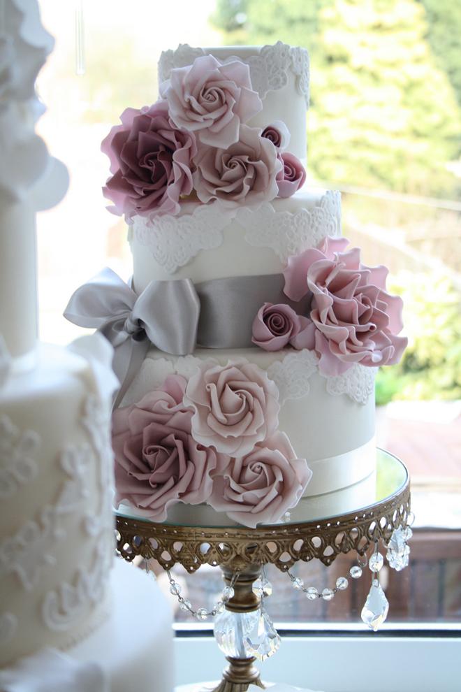 lace wedding cakes part 6 belle the magazine. Black Bedroom Furniture Sets. Home Design Ideas