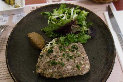 Terrine de campagne, figues à la gelée de chanvre, restaurant Le Mesturet, blog Délices à Paris.