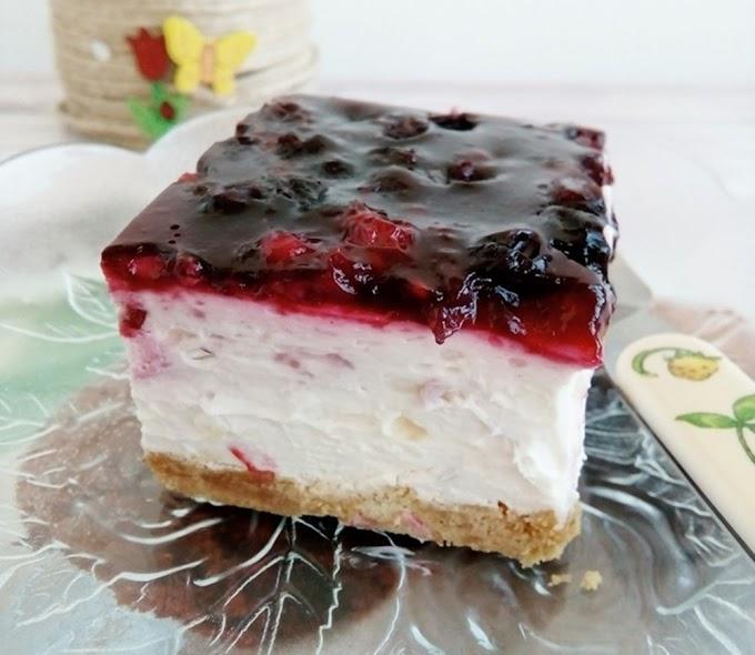 Savršen nepečeni kolač sa šumskim voćem