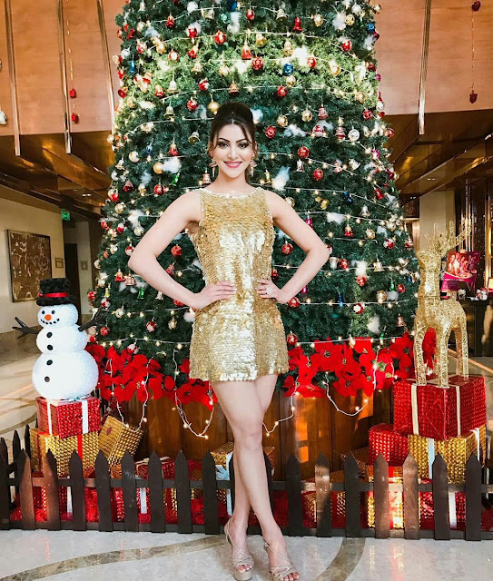 Actress Urvashi Rautela Wishing you all a Merry Christmas