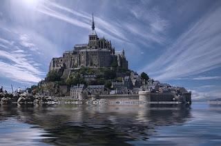 鏡のような水面に映る城