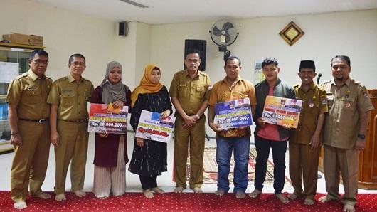 Pemko Padang Serahkan Bantuan Bagi Korban Kerusuhan Wamena Asal Pessel