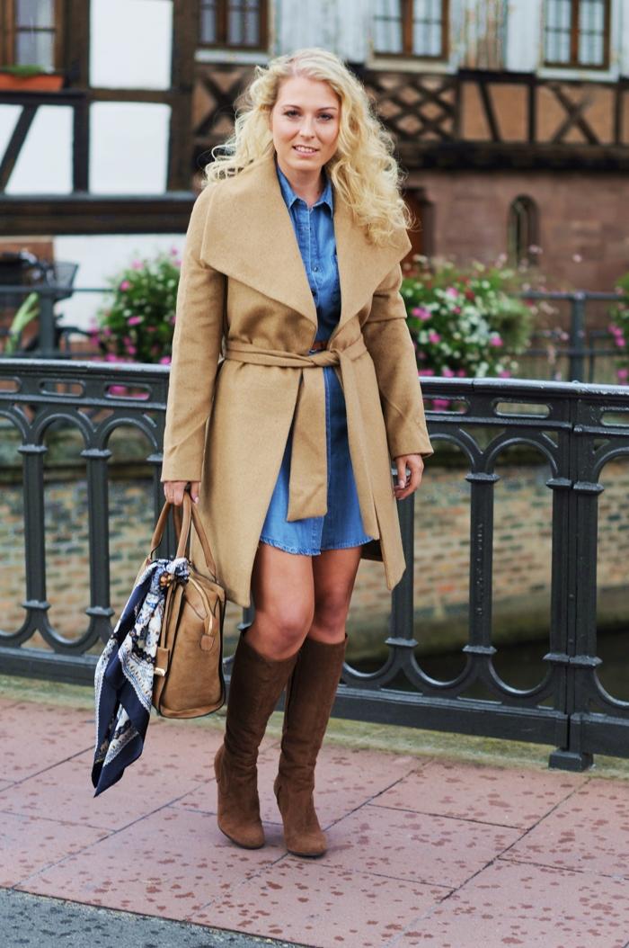 Blaues Kleid Braune Stiefel Popularer Kleiderstandort Fotoblog