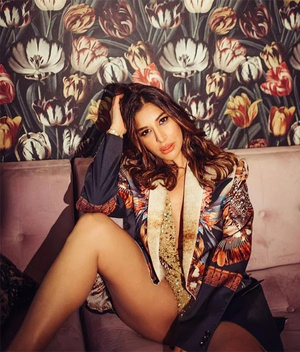 Sophie Choudry looks too hot to handle in this stylish sexy outfit - flaunts her sexy thighs in glittery one piece