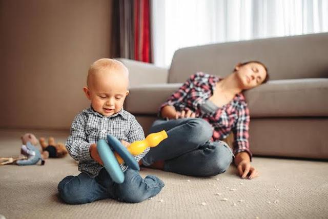 قلة النوم تهدد واجبات الأمومة
