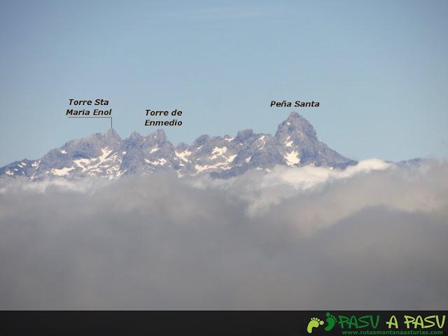 Ruta al Pico Torres y Valverde: Vista de la Torre de Enol, Enmedio y Peña Santa desde el Torres