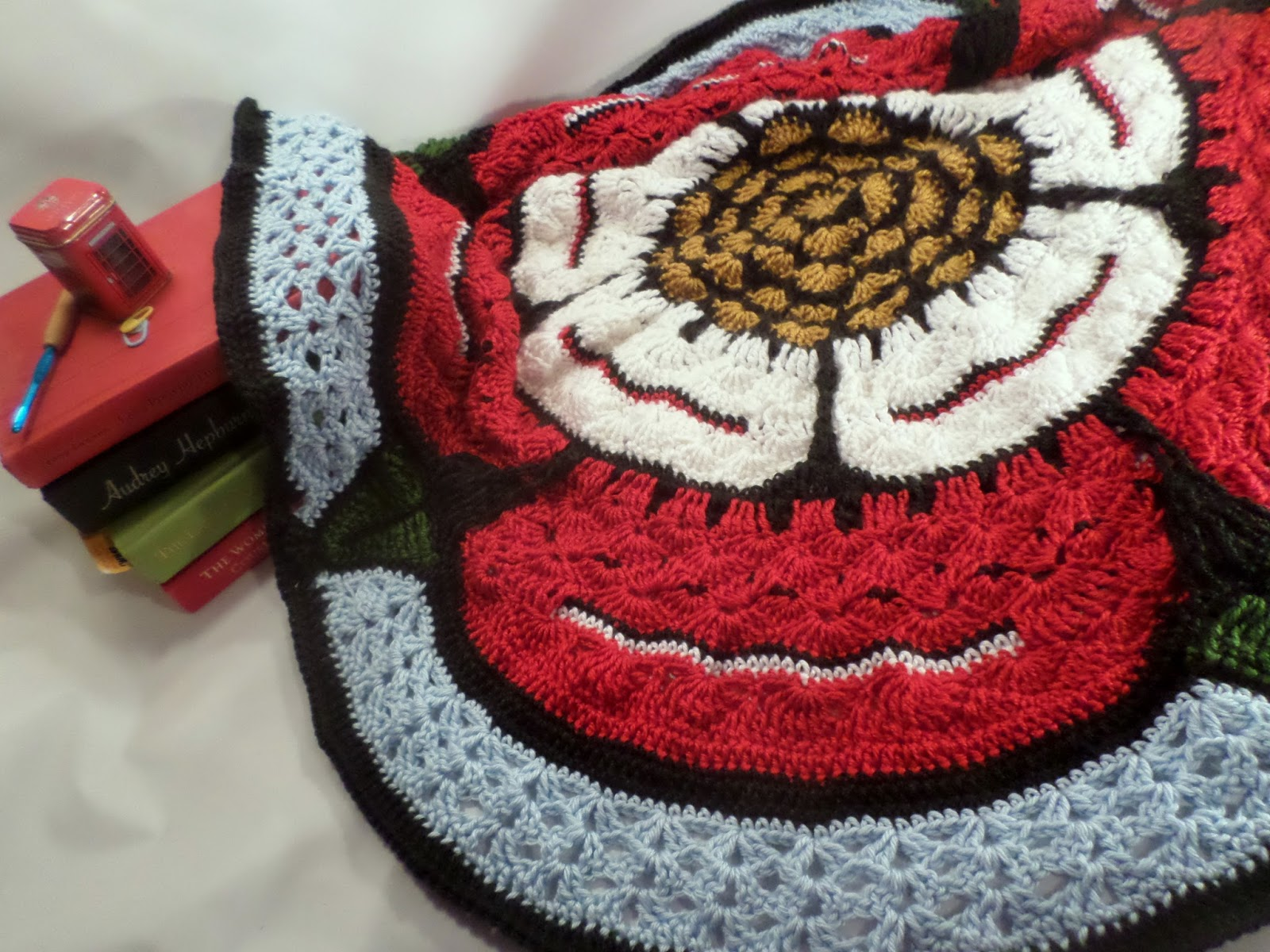Jenna Wingate Designs: Tudor Rose Blanket