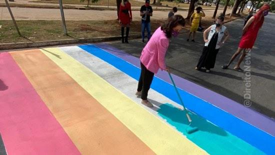 advogado justica remover arco iris faixa