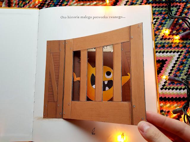 Gryzak Książkopotworek - Gryzak Księga Dinozaurów - Emma Yarlett - Foksal - Wydawnicwo Wilga - książki dla dzieci - blog rodzicielski - parenting