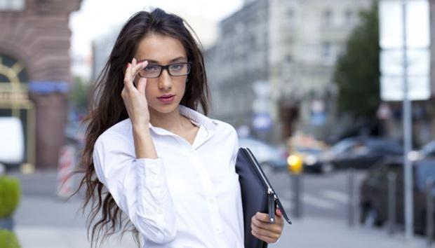 perempuan menuntut ilmu untuk karir yang lebih bagus