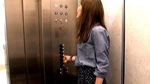 Alasan Mengapa dalam Lift Selalu Susah Sinyal. The Zhemwel