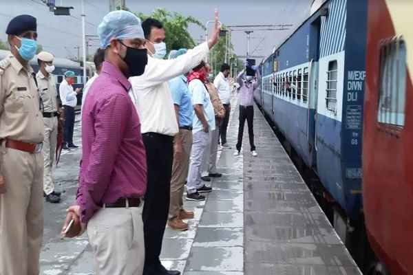 faridabad-to-purnia-and-bhagalpur-two-train-departed-for-bihar