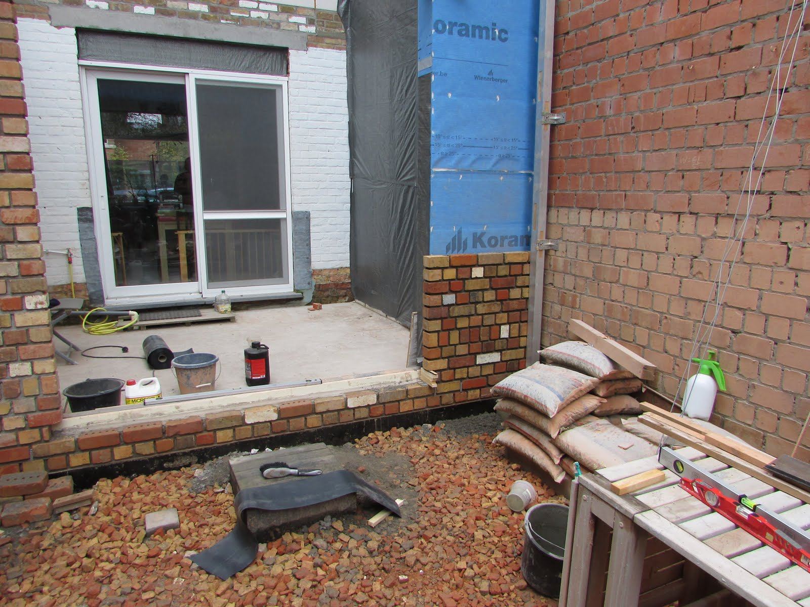Verbouwing van ons ouderlijk huis ruwbouw uitbreiding 48 for Terras op een helling