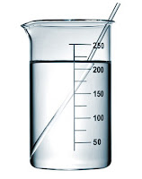 Bir cam beherde solüsyon ve içindeki baget cam çubuk