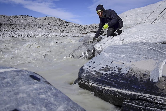 Melting ice sheets release tons of methane into the atmosphere