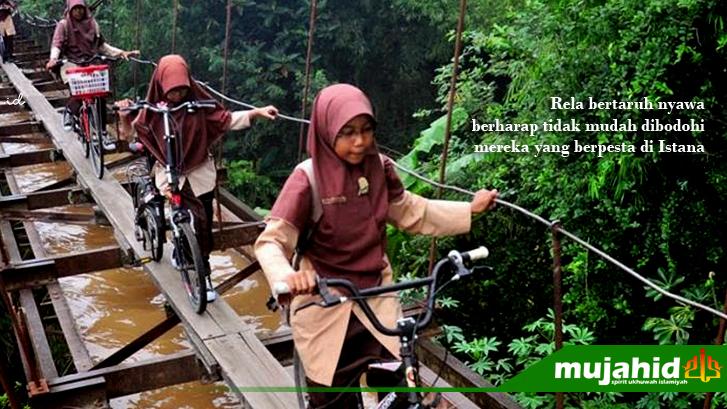Sekolah melewati jembatan