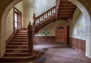 Chateau Hallway Escape