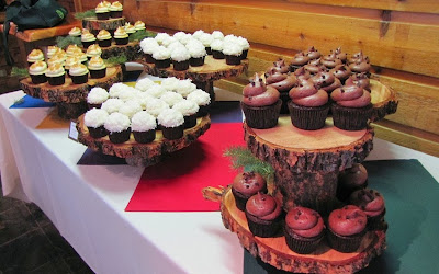 rustic cupcake wedding buffet