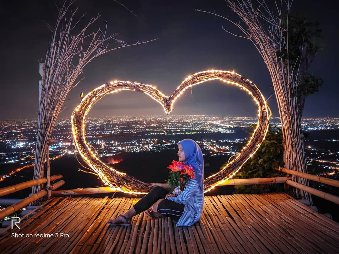 Puthuk Kembang Mojokerto,  Suasana Malam Romantis