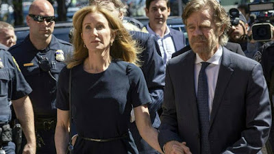 Felicity Huffman with her husband while she was arrested