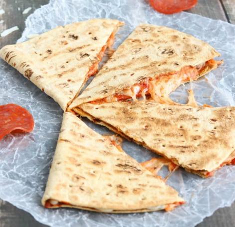 5-Minute Pepperoni Pizza Quesadilla #pizza #pepperoni #cauliflower #easy #vegetarian