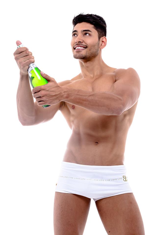Willian Herculano, Mister Brasil 2016, celebra a chegada de 2017. Foto: Ronaldo Gutierrez