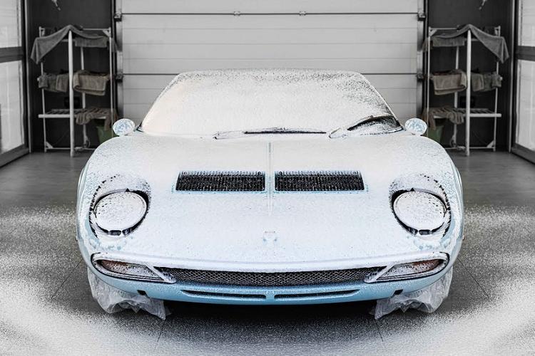 Xem quá trình dán bảo vệ sơn cho siêu xe Lamborghini Miura SV