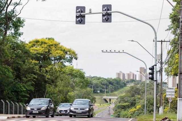 """Novos semáforos de Foz do Iguaçu seguirão a """"inteligência"""" da Vila A"""