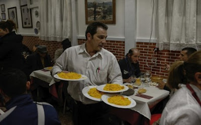 Robin Hood: Το εστιατόριο όπου πληρώνουν οι πλούσιοι και τρώνε οι φτωχοί
