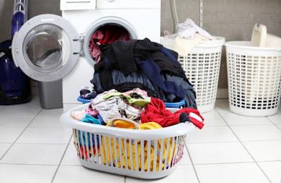 Πώς πλένονται τρία βασικά υφάσματα ρούχων