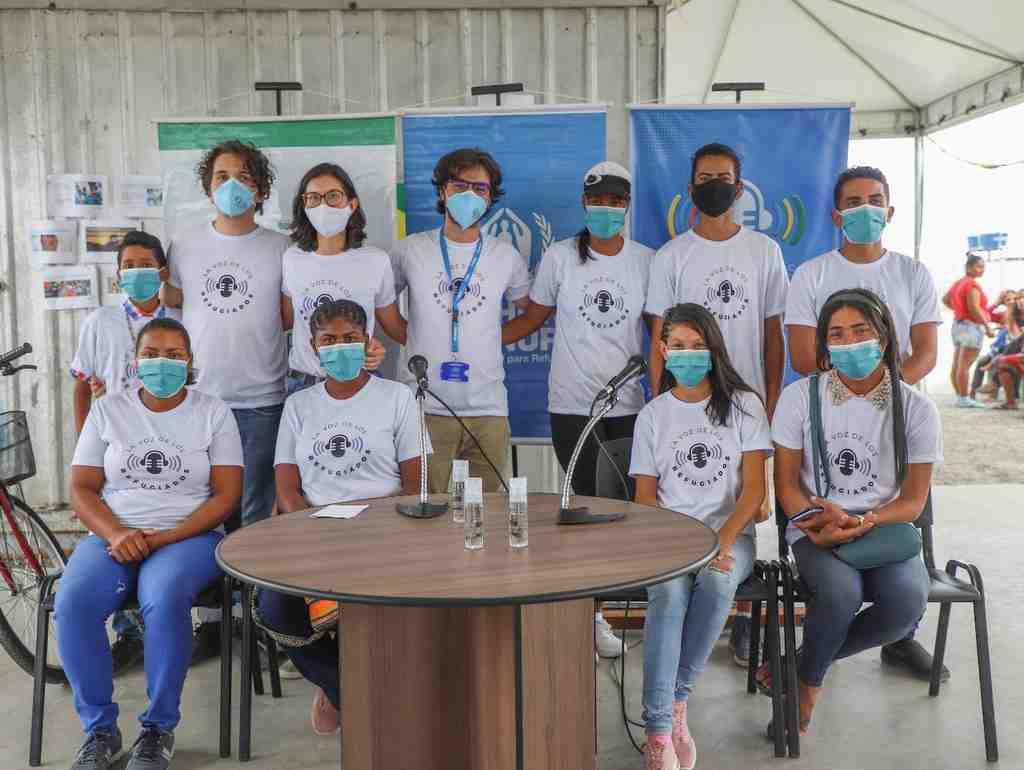 Iniciativa inovadora mobiliza comunidade abrigada e é protagonizada por voluntários venezuelanos por meio da rádio 'La Voz de los Refugiados'