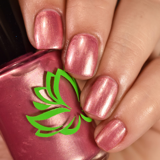 soothing-soul-nail-lacquers-toes-in-the-sand-1