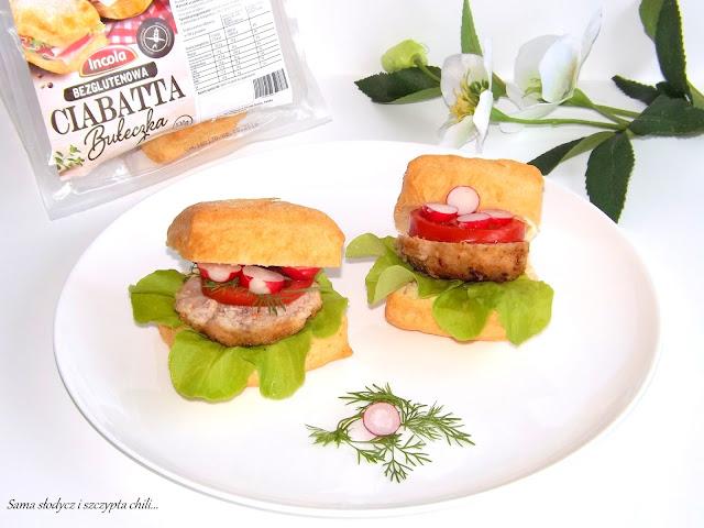 Domowy hamburger z bezglutenową ciabattą Incola.