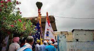 वाल्मीकि समाज के आराध्य देव गोगा जी का निशान आज समाज द्वारा उठाया गया