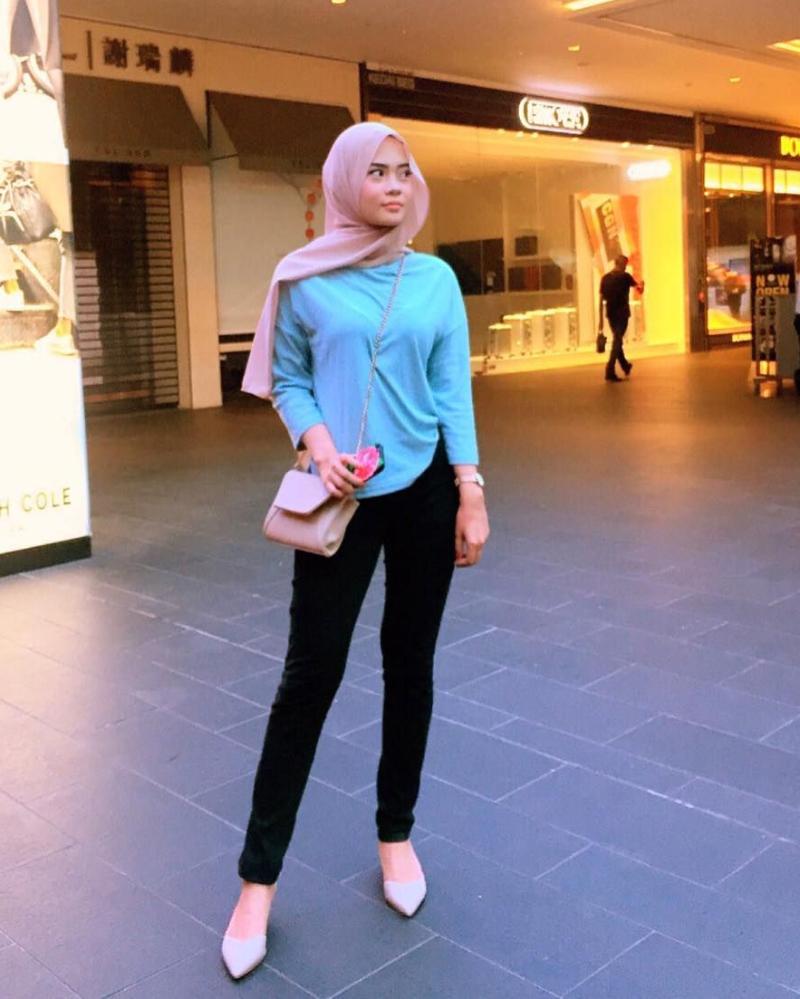 Celana Jeans dan Hijab Jilba Pashmina