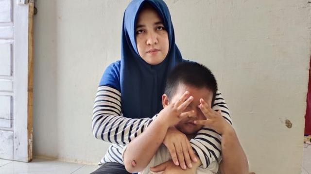 Anak Dipukuli Tetangga Gegara Tanaman Hias, Janda Ini Terus Perjuangkan Kasusnya