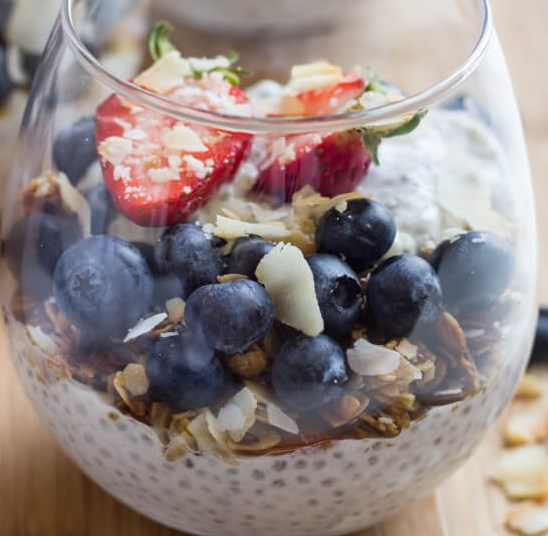 VANILLA GREEK YOGURT CHIA SEED PUDDING #healthysnack #overnight