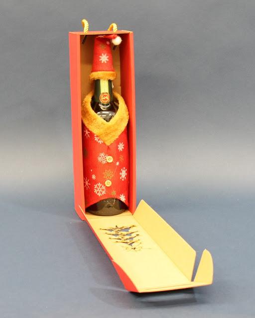 Ubranie na butelkę wina na święta
