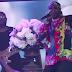 """2 Chainz e YG cantam """"Proud"""" com suas mães no palco no Jimmy Kimmel Live!"""
