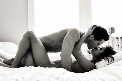 Naked Kissing On Bed