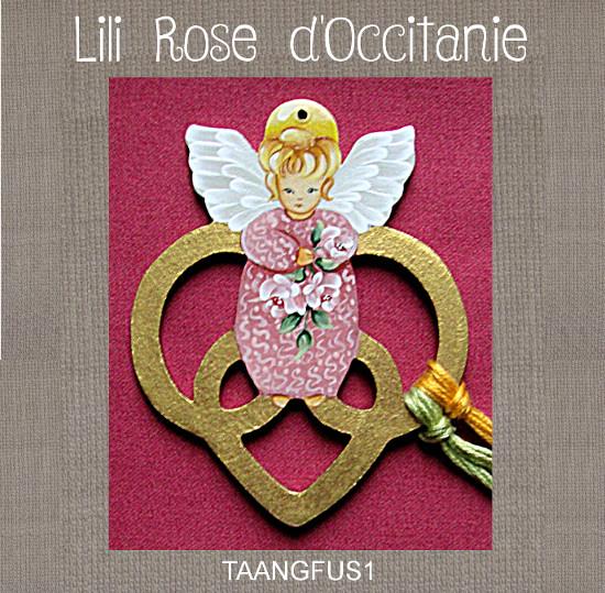 Petit tri-fils bois peint, anneaux dorés & mini ange rose. Broderie et point de croix