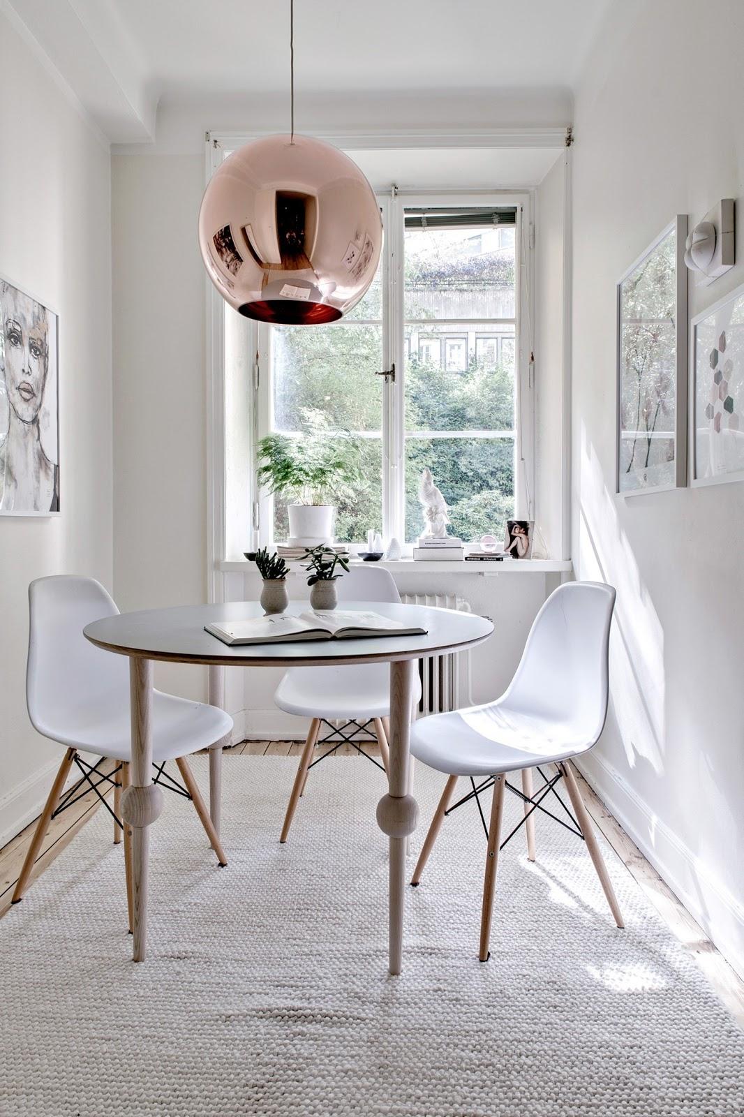 Jadalnia z okrągłym stołem