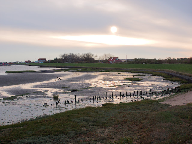Langeoog; Trockengefallenes Hafenbecken